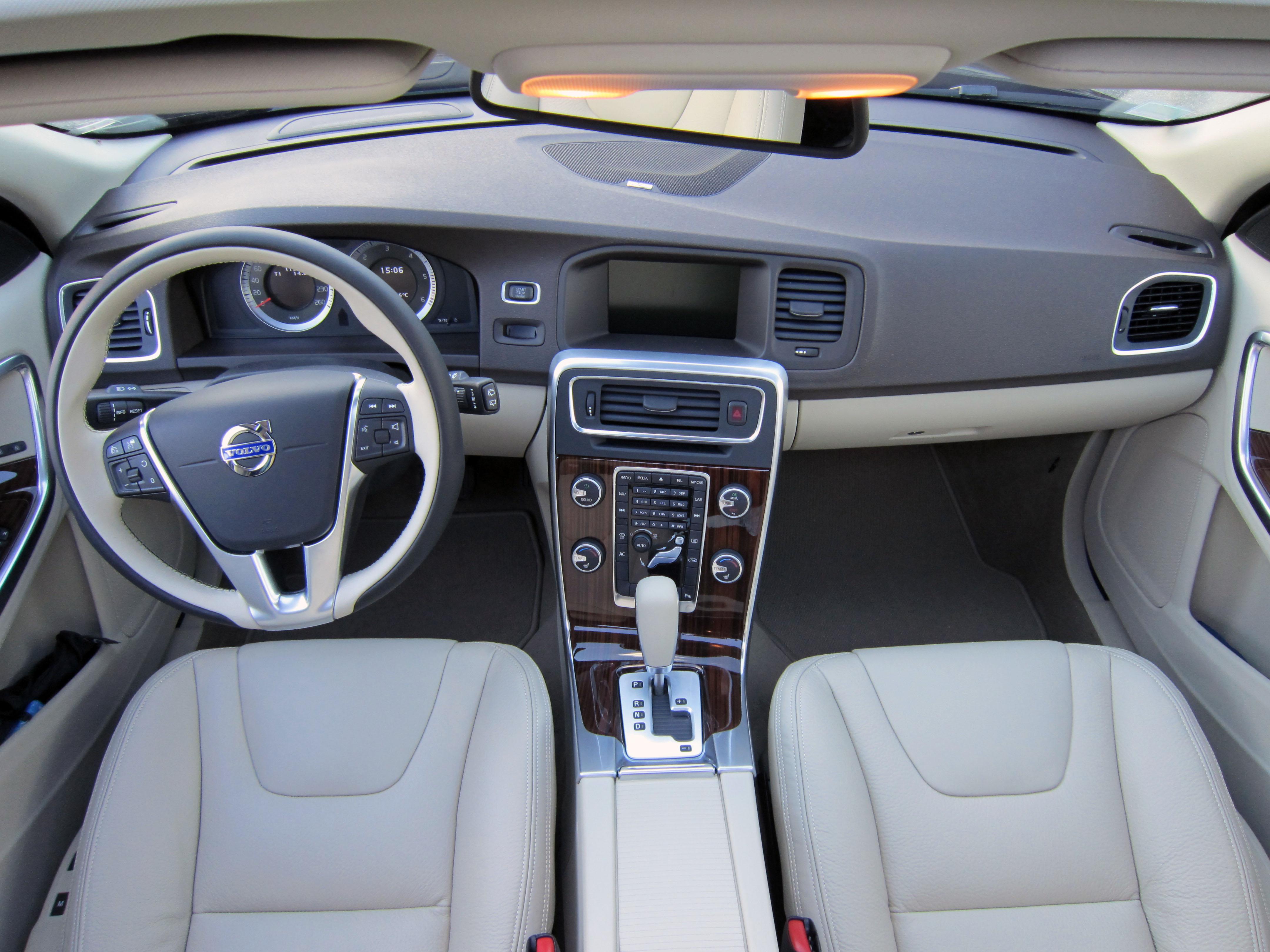 V60 my11 5 d3 xenium une invitation au voyage for Interieur xc60